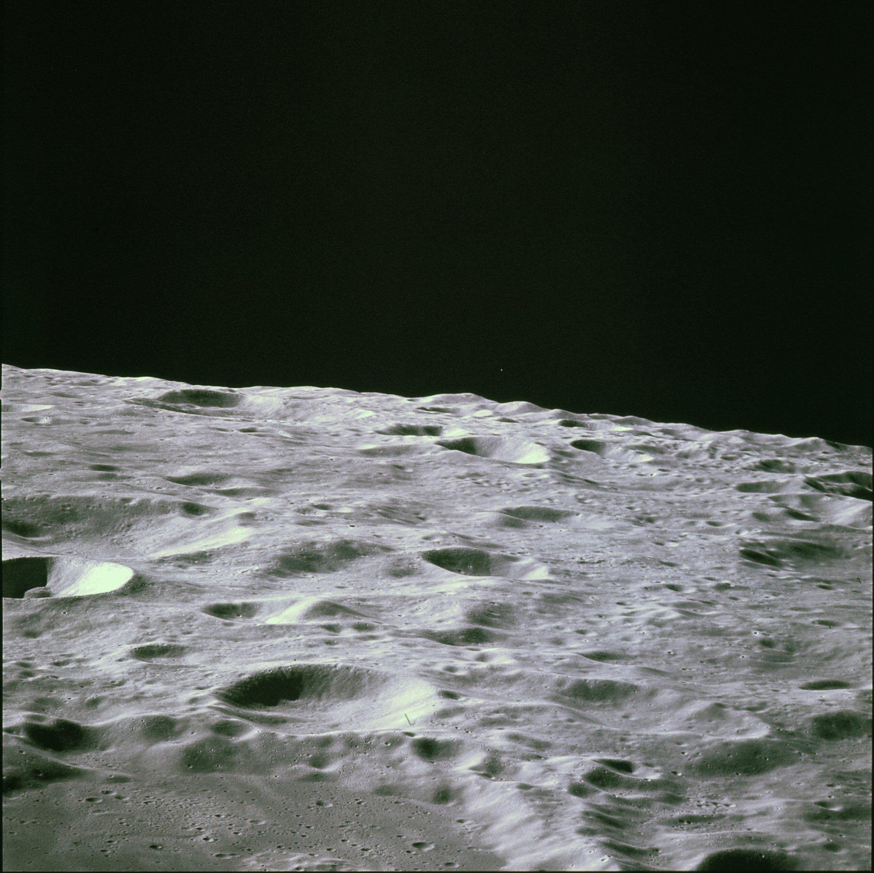 AS16-118-18957.jpg